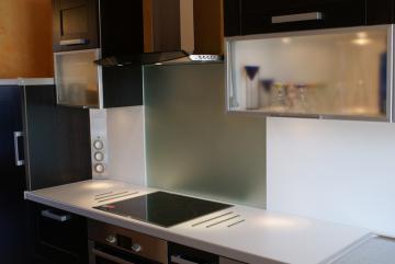 fond de hotte cr dence luisiglass argent les accessoires de la cuisine cuisines laurent. Black Bedroom Furniture Sets. Home Design Ideas