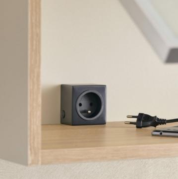 bloc 1 prise carré noire sous meubles haut ou dans le meuble
