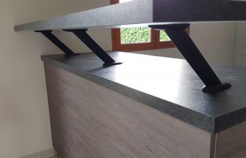 Support de Snack VELA incliné Hauteur 20cm noir mat