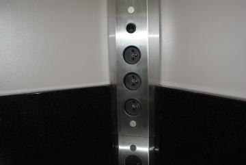 Bloc 3 prises d 39 angle avec interrupteur et retour de plan de travail for Prise dangle pour cuisine