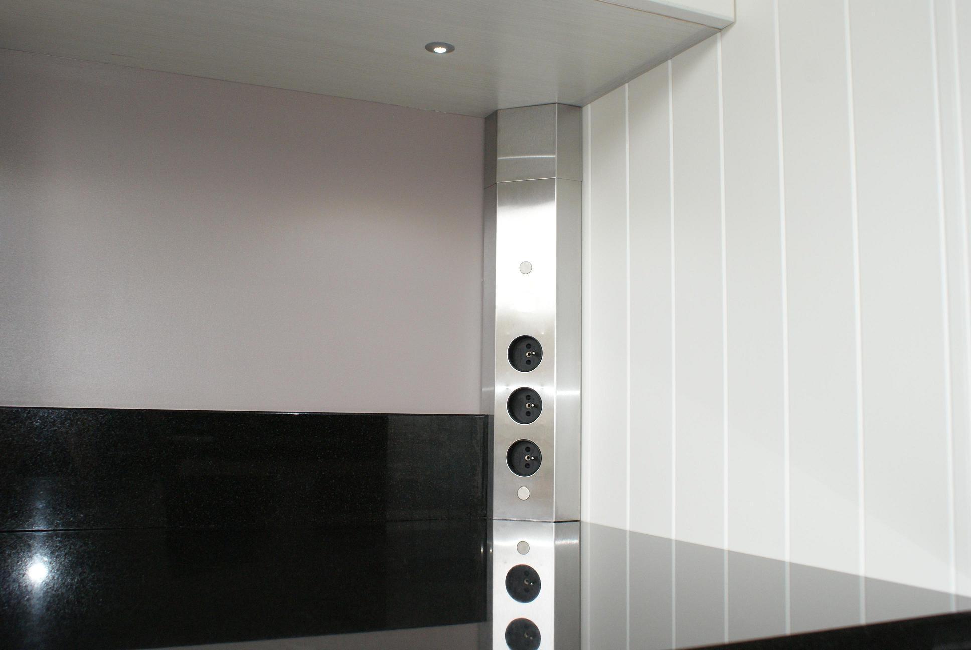 bloc 3 prises d 39 angle avec retour de plan de travail. Black Bedroom Furniture Sets. Home Design Ideas