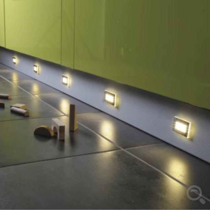 spot led pour clairage de plinthe. Black Bedroom Furniture Sets. Home Design Ideas