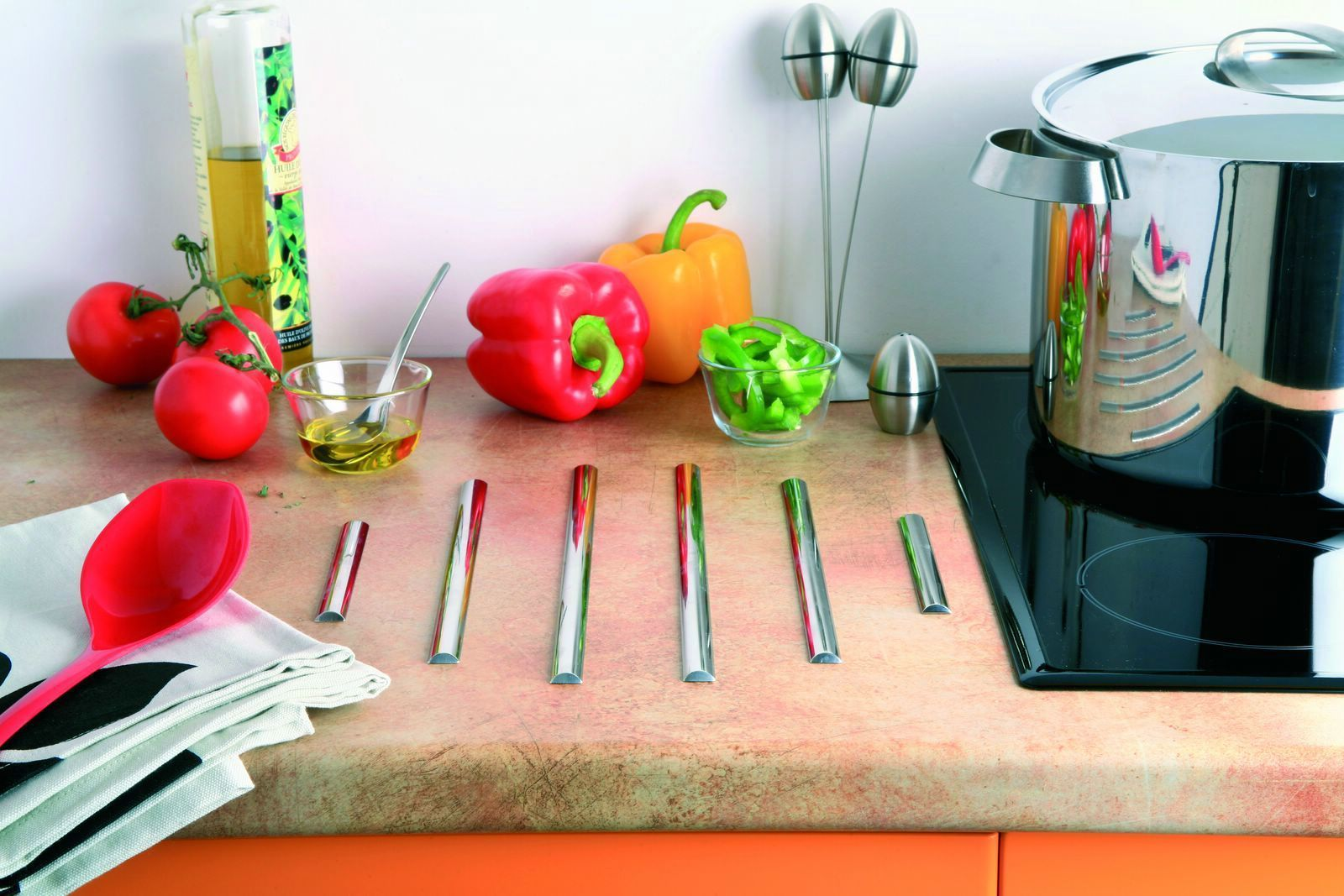 profil inox repose casserole les accessoires de la cuisine cuisines laurent. Black Bedroom Furniture Sets. Home Design Ideas